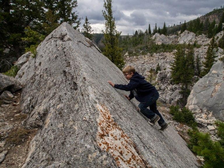 Lars bouldering